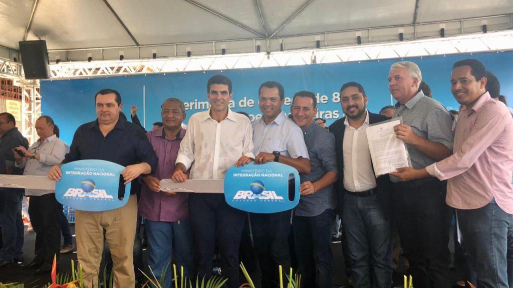 Entrega de máquinas para municípios do Pará