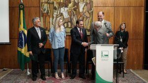 """WhatsApp Image 2019 07 09 at 21.05.15 1 300x169 - Cedes Lança livro """"Financiamento da Educação Superior no Brasil: impasses e perspectivas"""""""