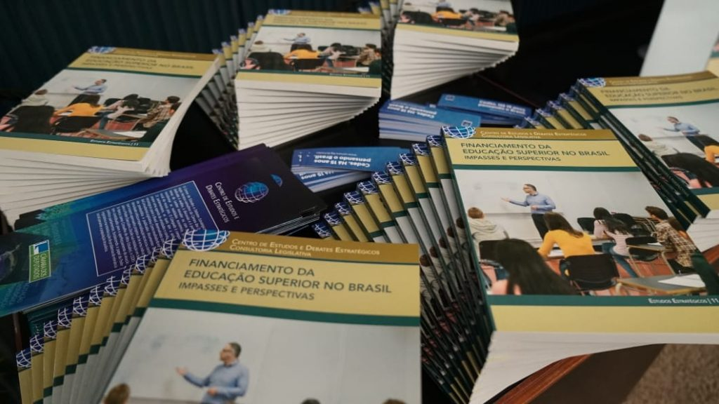 """WhatsApp Image 2019 07 09 at 21.05.15 1024x576 - Cedes Lança livro """"Financiamento da Educação Superior no Brasil: impasses e perspectivas"""""""