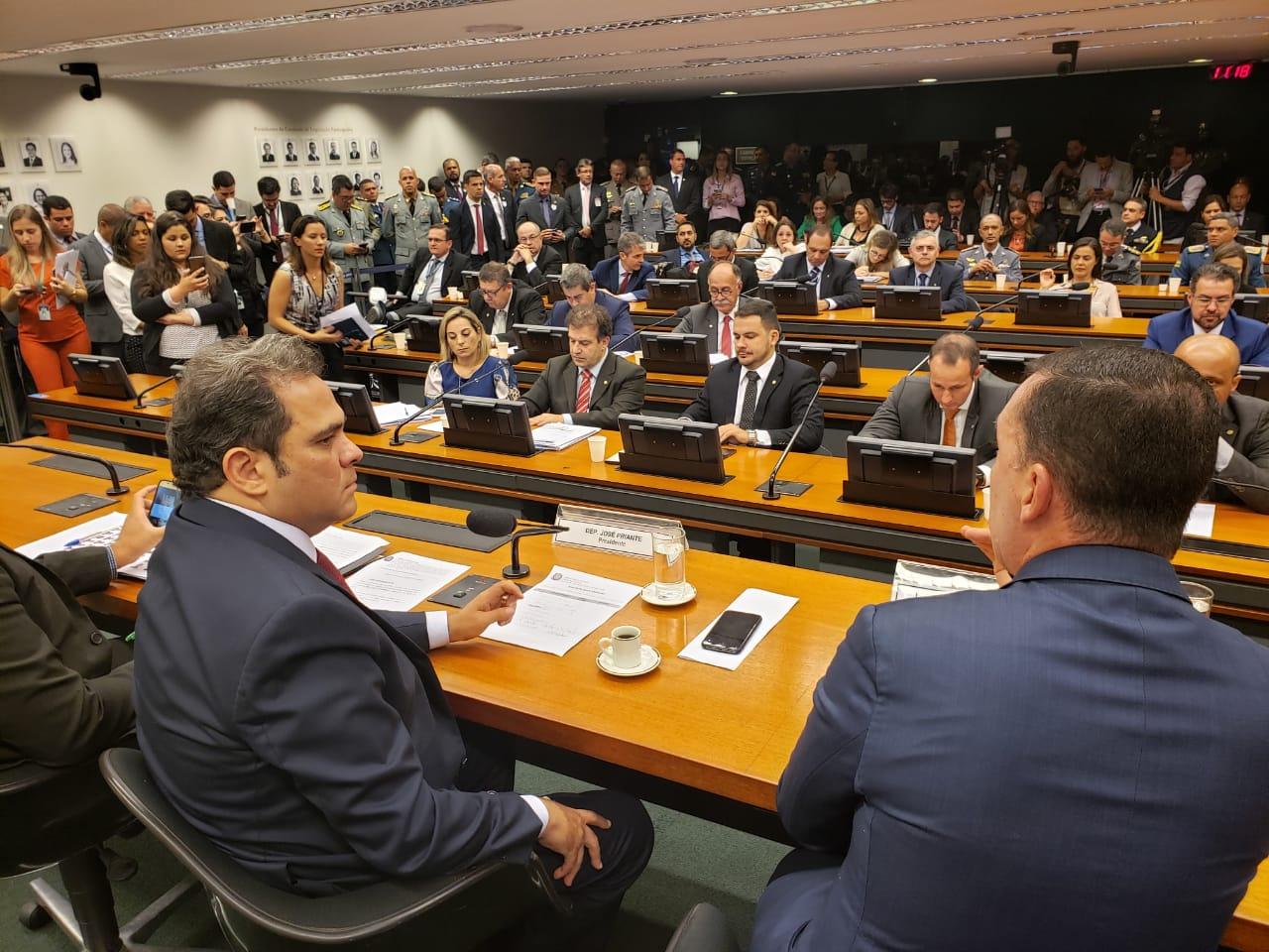 Maia aumenta o número de deputados na comissão da reformados militares e Priante marca reunião para o próximo dia 21